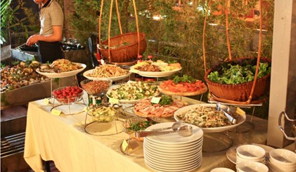 Đặt tiệc buffet tại nhà trọn gói Quân 1